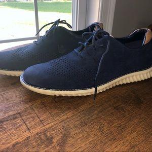 Steve Madden suede shoe